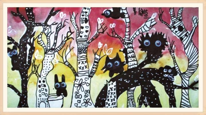 作品点评:红红的大西瓜让人看了就有垂涎欲滴的感觉,整个画面大小的对比以及构图非常和谐,小蚂蚁的造型有趣可爱,体现孩子的童真童趣,画面中的故事情节展现出了小画家丰富的想象力和发散性思维!撕贴的运用让孩子在创作过程中增添了不少乐趣。  作品名称:《和风人物创作》 作品点评:作品完整且构图协调,画面中以拟人的绘画手法,将人物比喻成一条金鱼在静谧的时空里弹奏,与之对话的也是游走着的金鱼。黑色和红色的搭配堪称绝妙,不禁让人沉醉其中,是一幅意境颇深的作品。  作品名称:《古风动漫》 作品点评:唯美的画风和精彩的细节描